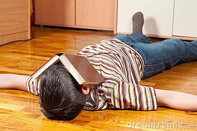 難しい本を読むと、眠くなる時の対処法